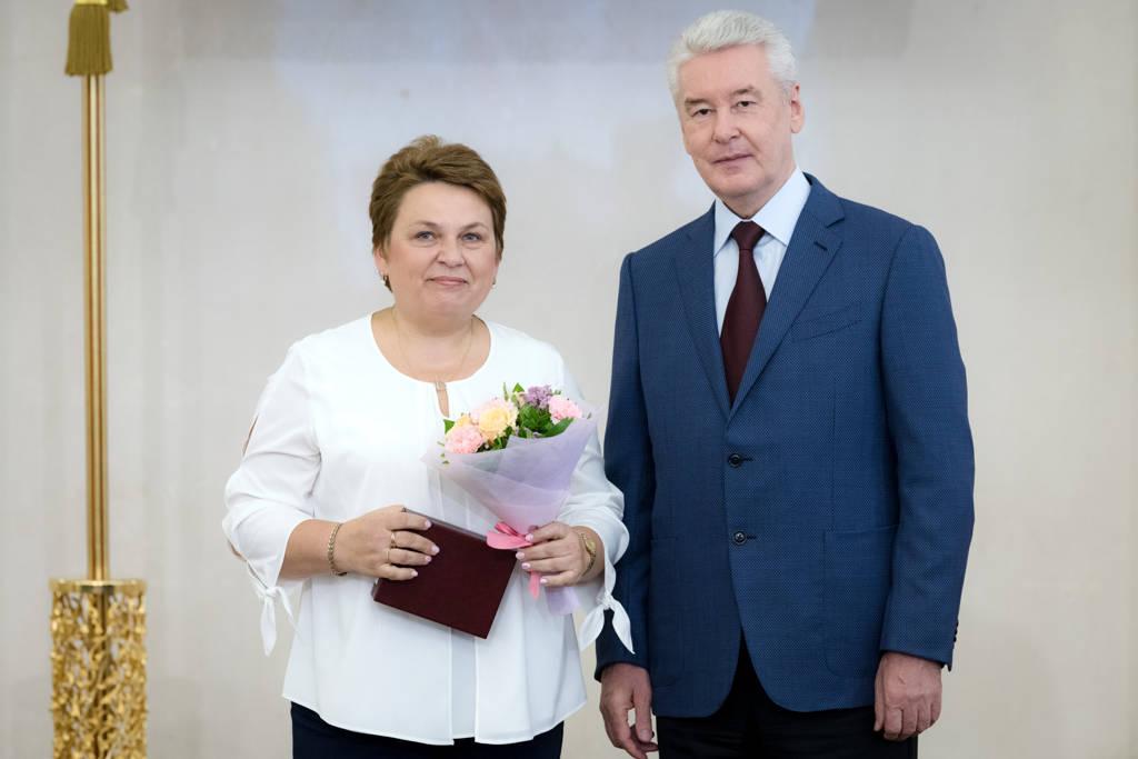 Награждение Мэром Бубновой С.А.