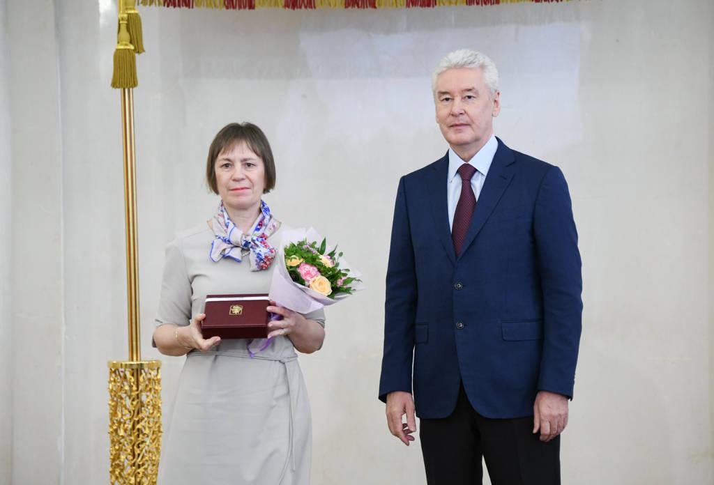 Награждение Мэром Коломиной И.Г.
