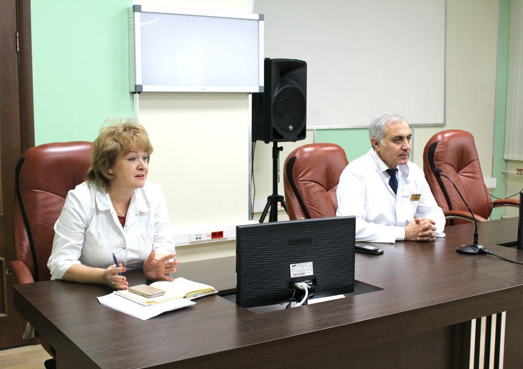 30 октября 2018 года состоялось очередное собрание со старшими медицинскими сёстрами отделений нашей больницы, на котором обсуждались производственные вопросы, особенно касающиеся повышения качества медицинских услуг и комфортности пребывания пациентов в больнице.