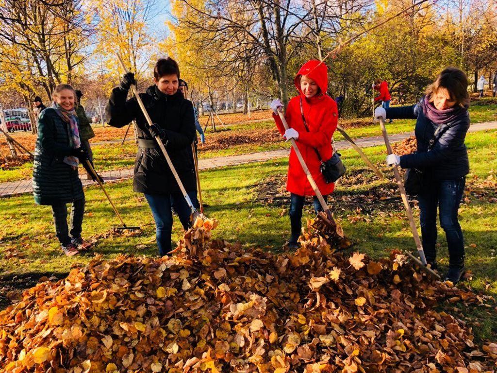 В субботу, 27 октября 2018 года на территории ДГКБ им. З.А.Башляевой состоялся субботник и посадка фруктовых деревьев «Аллея дружбы, здоровья и безопасности»