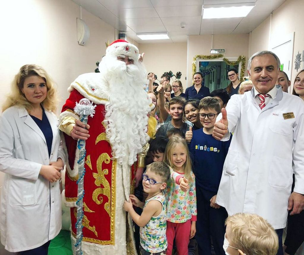 В больнице продолжаются новогодние мероприятия и поздравления детей