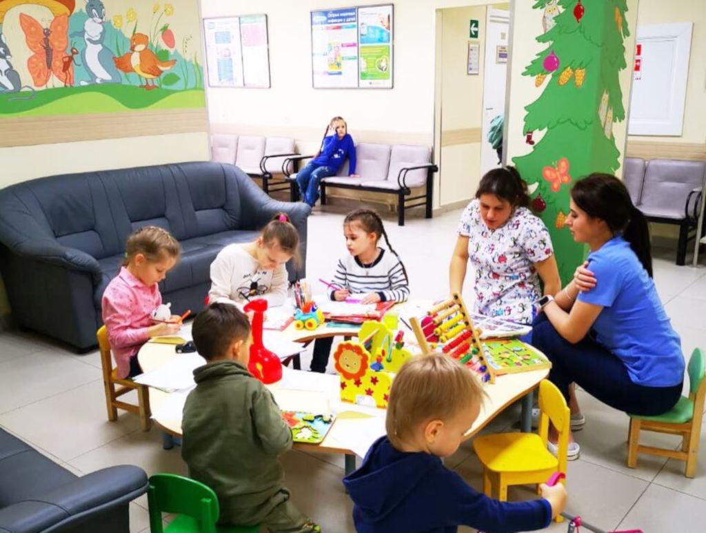 Сегодня сотрудники больницы провели очередной день открытых дверей для многодетных семей.  Больница и в будущем ежемесячно будет проводить подобные мероприятия, чтобы максимально повысить доступность медицинской помощи  для детей.