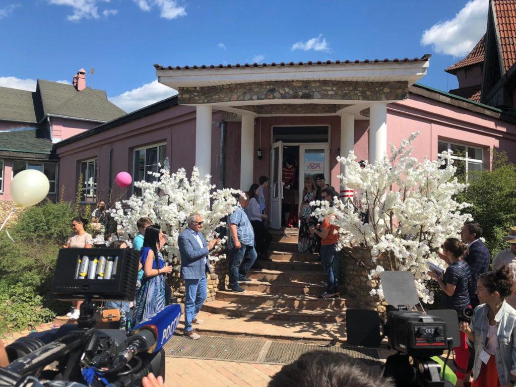 Сегодня, 19 мая в Подмосковье состоялось открытие Центра протезирования для детей стограниченными возможностями, созданного Фондом « Жизнь в Движении» под руководством Народного артиста России Евгения Миронова.