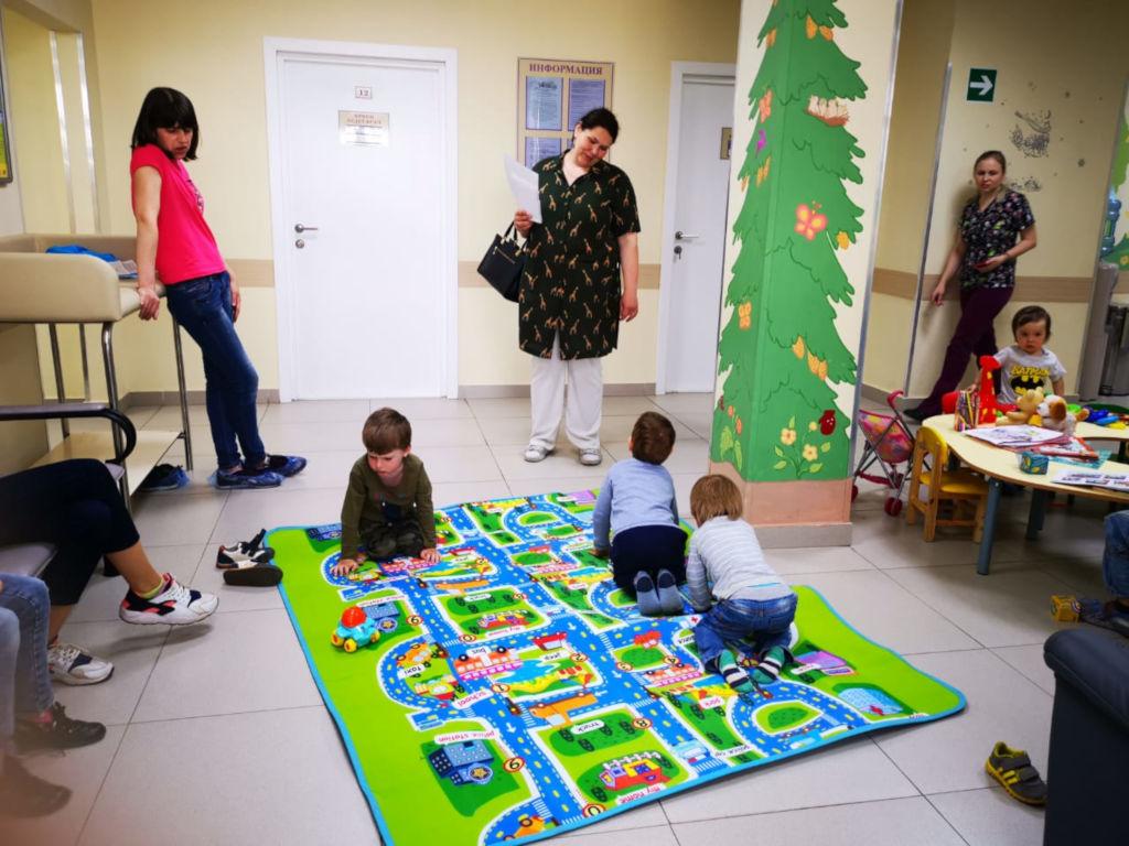В субботу, 18 мая в больнице состоялся очередной День открытых дверей для РОО «Обьединение многодетных семей города Москвы», в рамках которого специалисты разных профилей проконсультировали всех желающих. Всего было выполнено более 300 консультаций.