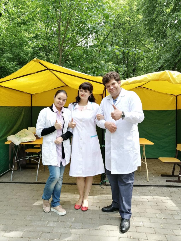 1 июня 2019 г. в Перовском сквере наши доктора, как и в прошлом году активно начали работать в Московских парках, оказывая консультативную помощь всем желающим москвичам.