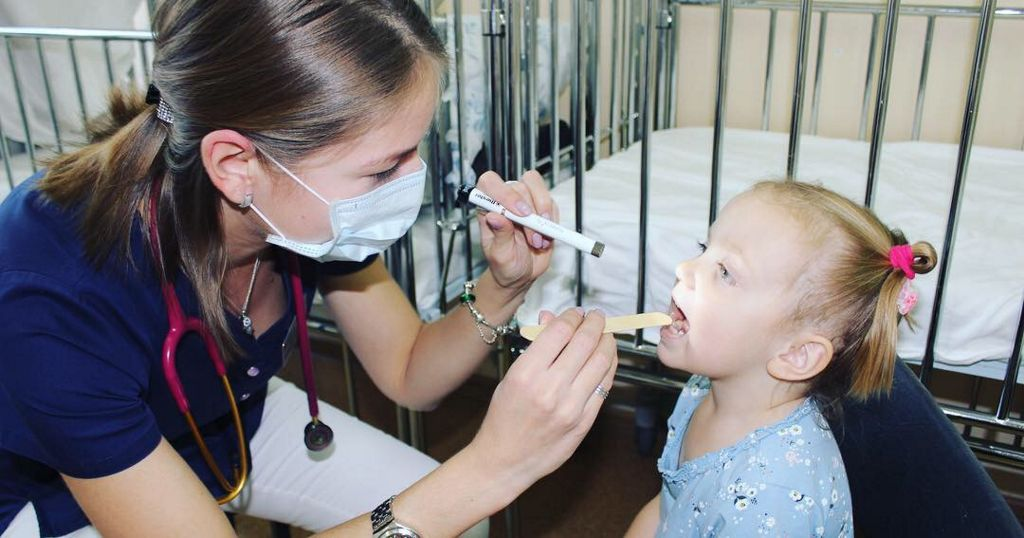 Уважаемые друзья, сегодня мы поздравляем с профессиональным праздником всех детских врачей!