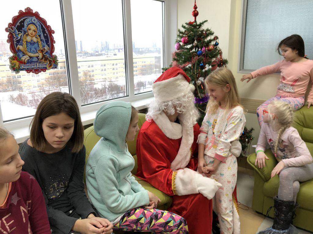 новогоднее поздравление Всероссийского Мотоклуба «Ночные Волки» и Благотворительного фонда «Мотомилосердие» для детей
