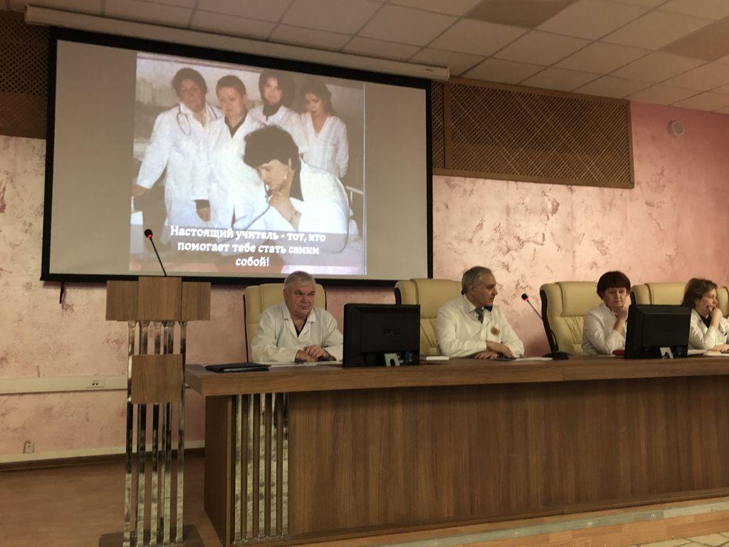Сегодня на клинической конференции поздравляли с Днём рождения заведующую кафедрой педиатрии РМАНПО профессора Захарову Ирину Николаевну