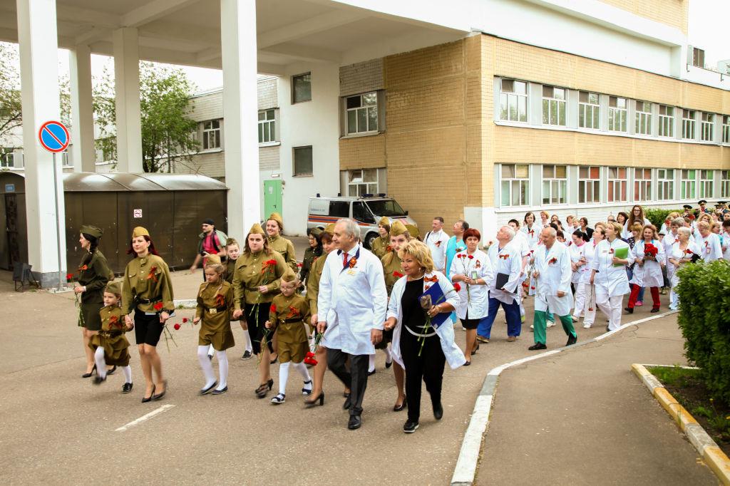 Сегодня в нашей больнице мы провели праздничные мероприятия, посвящённые 74 годовщине Великой Победы. В мероприятии приняли участие как сотрудники больницы, так и их дети, а также дети, находящиеся на лечении в больнице.