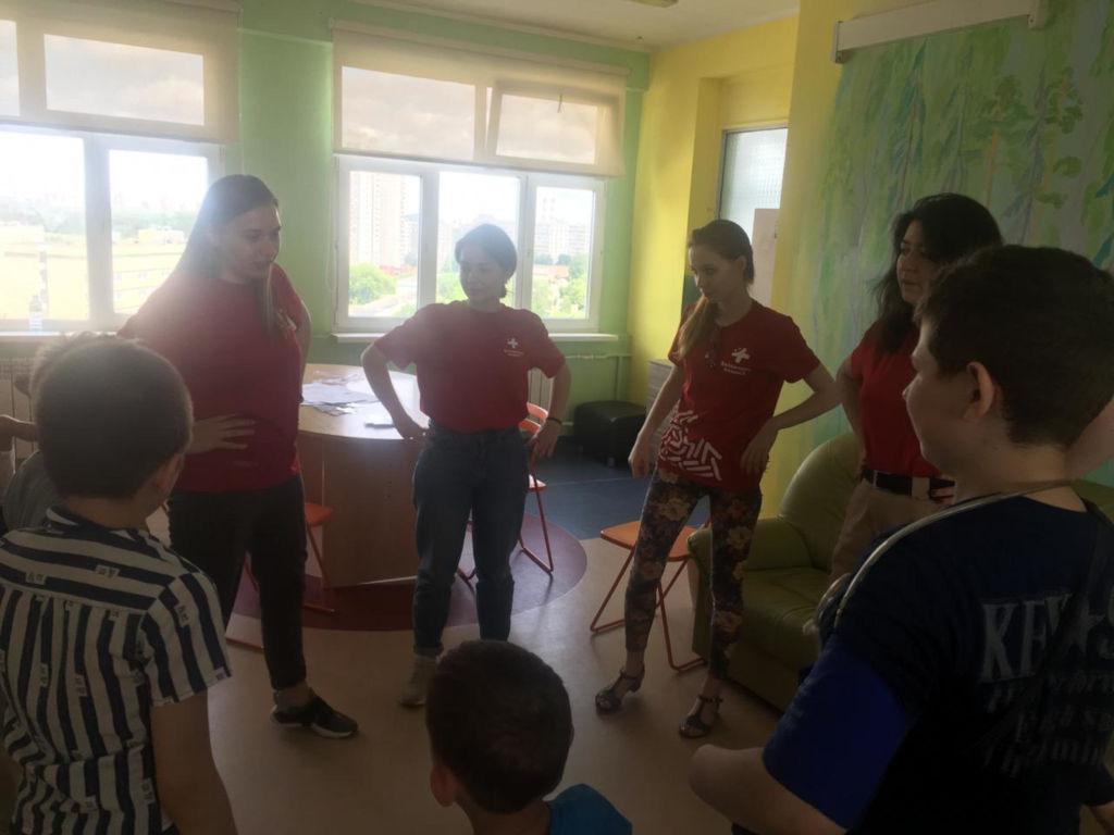 """Московское региональное отделение ВОД """"Волонтеры-медики"""" провели квест """"Будь здоров!"""" для маленьких пациентов."""