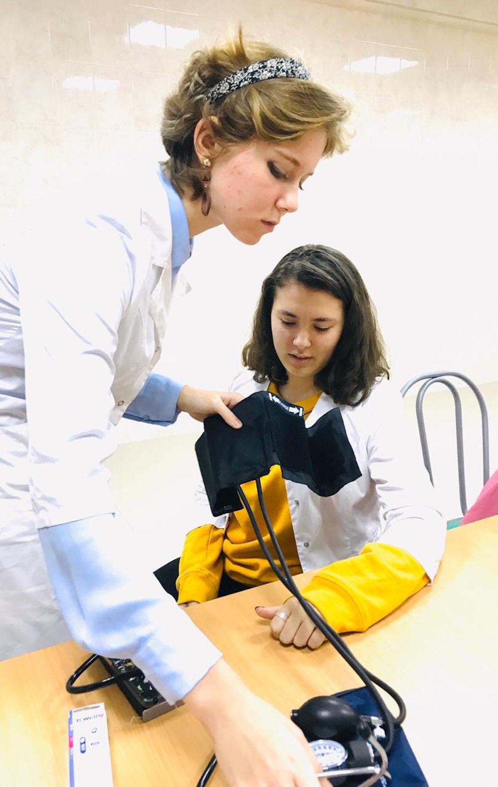 В нашей больнице продолжается ежегодный проект «Медицинский класс в московской школе», учреждённый Правительством Москвы. 5 ноября состоялась встреча сотрудников больницы с учениками школы 1298 района Куркино.