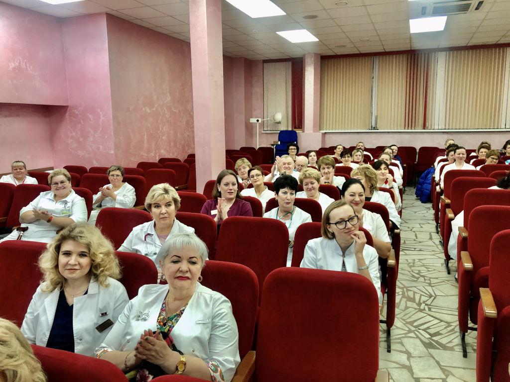 Сегодня на общебольничной конференции было выполнено поручение Правительства и Департамента здравоохранения г.Москвы и вручены благодарственные письма Мэра г.Москвы С.С.Собянина и почётные грамоты Правительства г.Москвы врачам и медицинским сёстрам больницы.