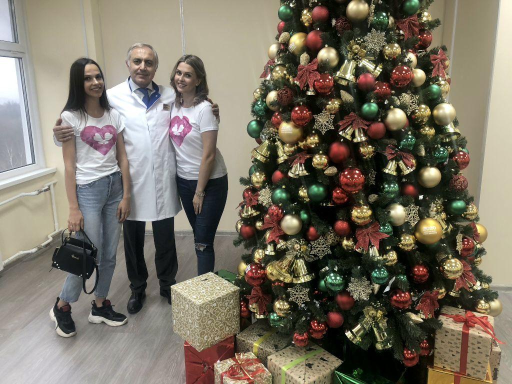 """К нам в гости приехали ребята благотворительного Фонда Оксаны Федоровой «Спешите делать добро!"""", чтобы поздравить детишек с наступающим Новым годом."""