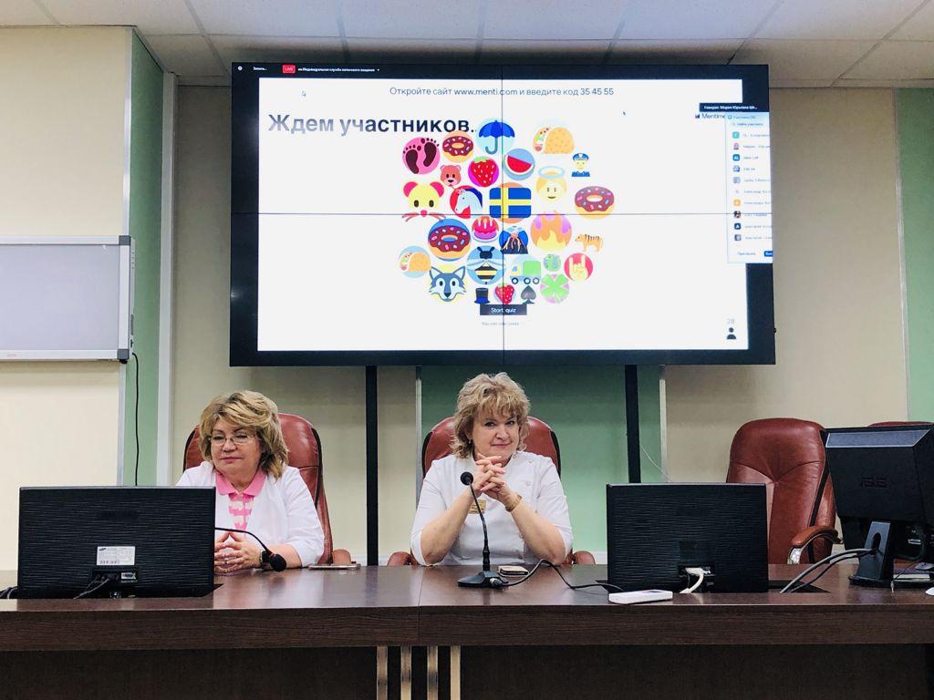 1 июня популярная телеведущая Мария Штейн для учеников медицинских классов школ СЗАО провела мастер-класс «Неожиданный русский язык» в рамках образовательно-игрового проекта «Ударный».
