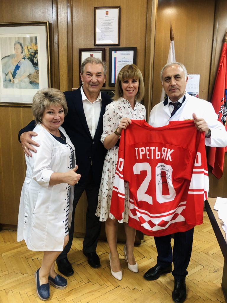 Нашу больницу посетил легендарный спортсмен современности