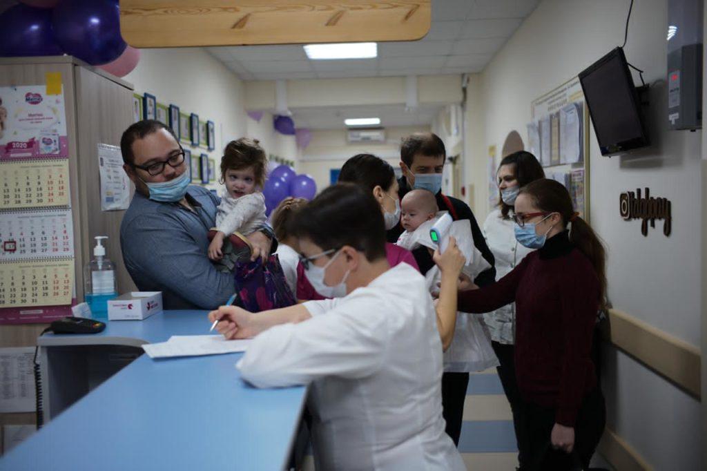 17 ноября осмотр детей, родившихся с очень низкой и экстремально низкой массой тела в нашей больнице проходил в праздничной атмосфере, приуроченной к Международному дню недоношенного ребёнка