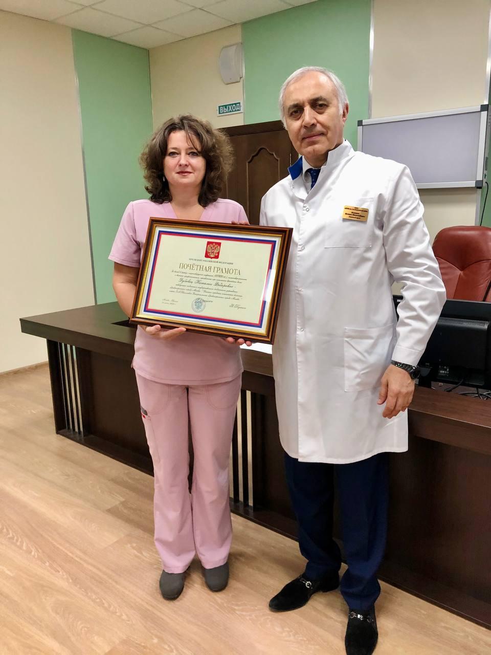 Сегодня на клинической конференции больницы для меня было большой честью вручить высокие государственные награды врачам и медицинским сестрам больницы