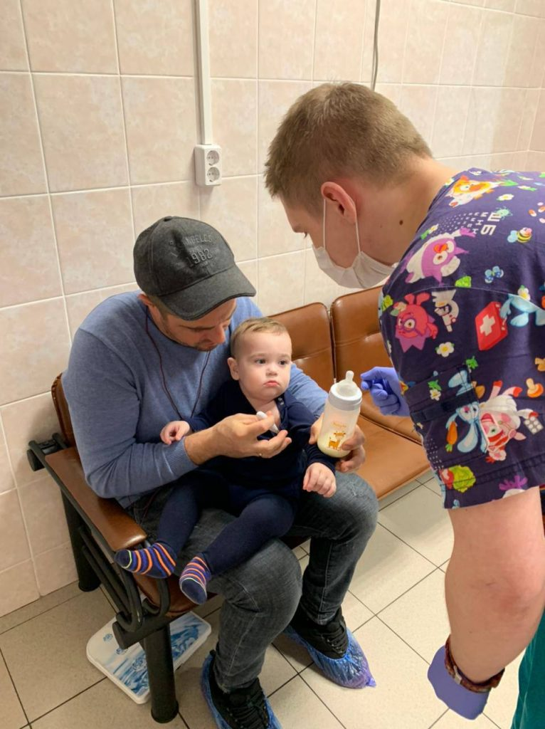"""19 апреля, две семьи из Сочи прибыли в Москву для лечения детей по программе Национального центра помощи """"Область здоровья""""."""